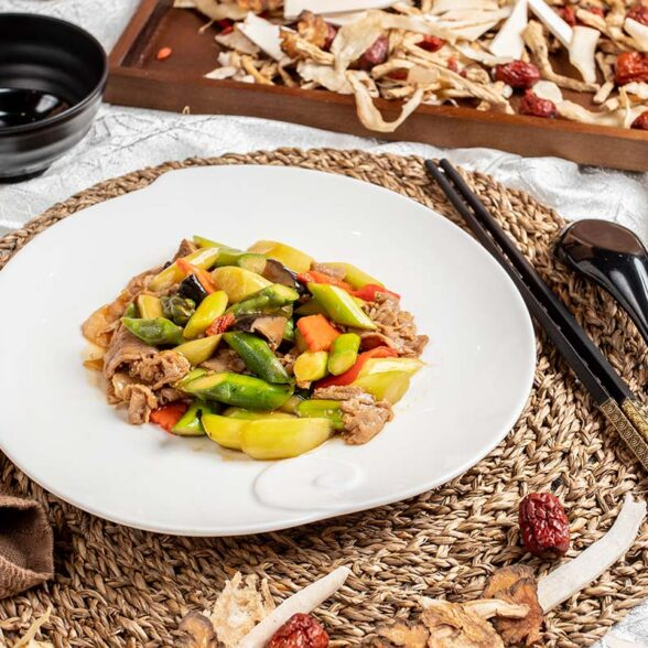 Stir-Fry Chicken With Capsicum And Lily Bulb